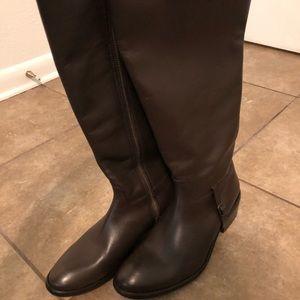 Knee- high boots